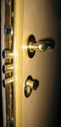 Кому нужны металлические двери?