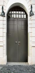 История появления металлических дверей